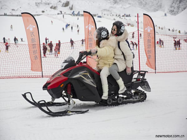 这才是冬天该有的样子万迪雪地车WD200