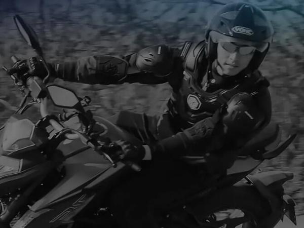你骑摩托车,是语文老师教的吗?