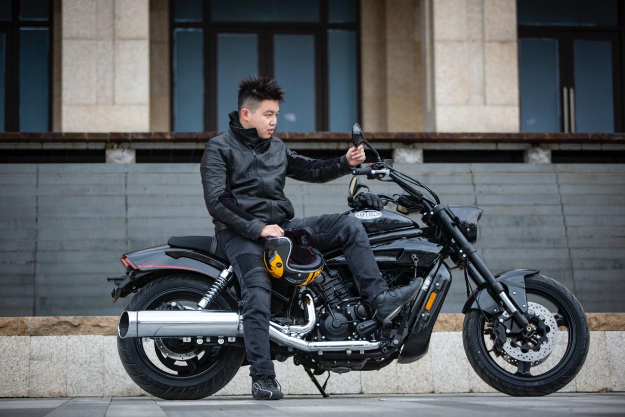 轻骑KR巡风GV65090度V缸的自信 轻骑KR GV650
