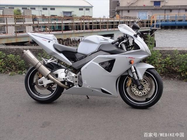 宝刀未老的本田CBR954RR摩托车