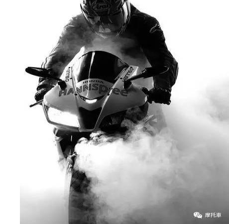 没想到骑摩托车的你可以这么帅