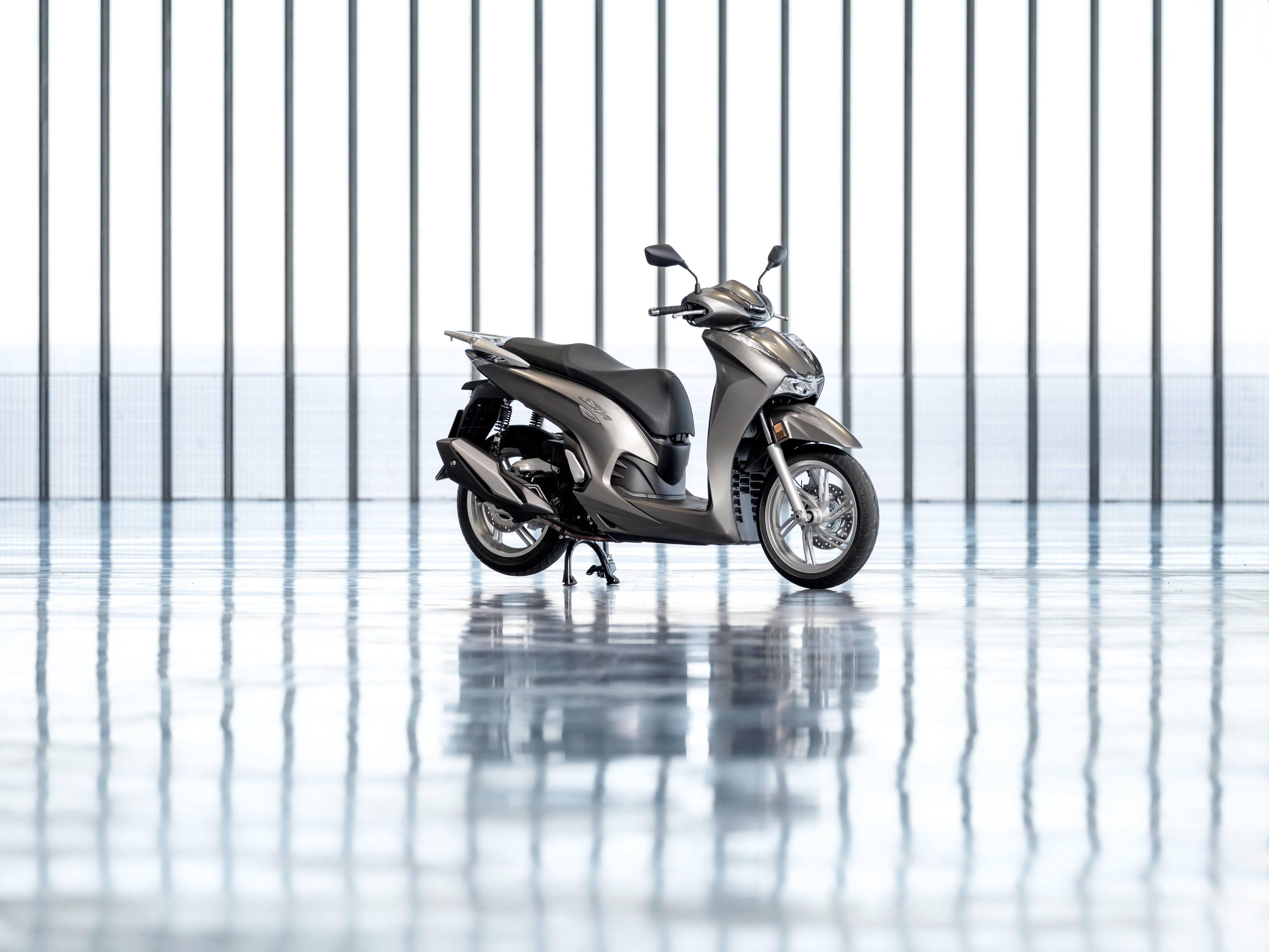 本田 HondaSH350iHonda 中型踏板的真正拳�^:2021 SH350i