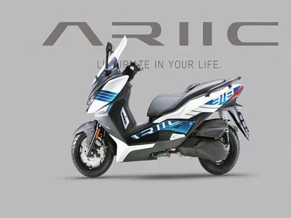力刻发布250cc踏板,售价22800元,首款踏板318标配无钥匙启动