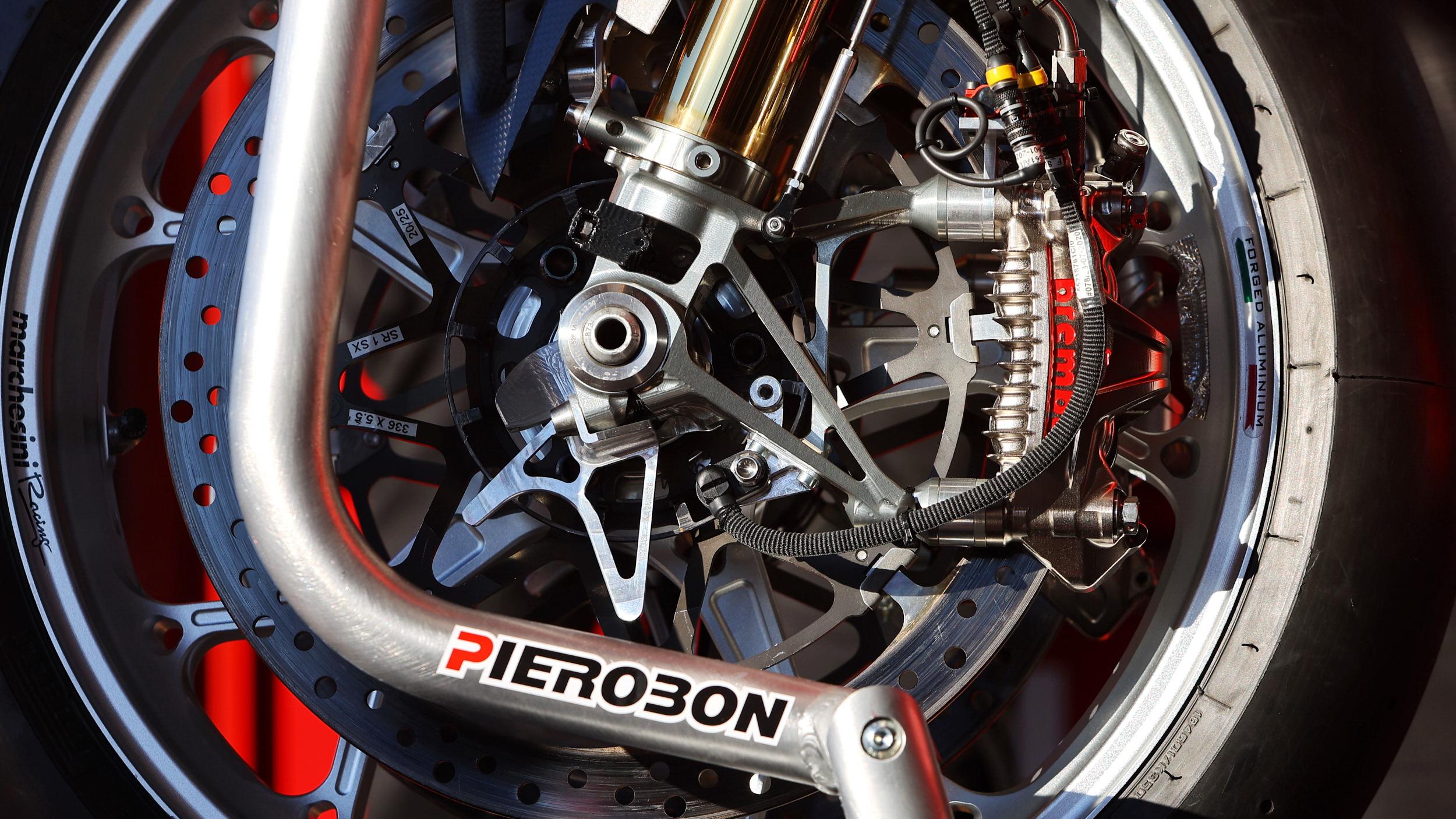 Brembo 布博在 WSBK �y� MotoGP 同款卡�Q