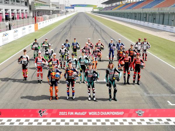 2021 MotoGP:卡塔��站�前合照和�_斯特��