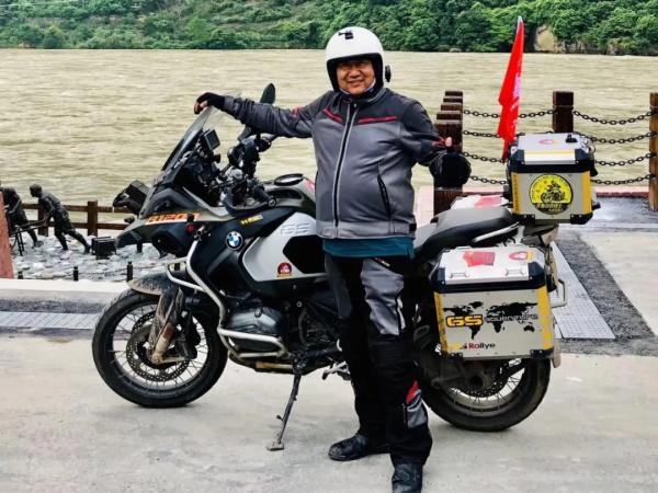 摩范儿|63岁的少年和十万公里的逐梦