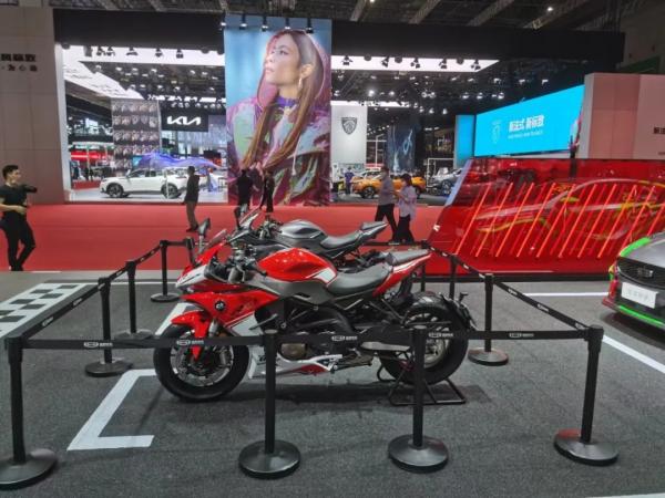 四缸传奇QJMOTOR赛600激情登陆2021上海车展