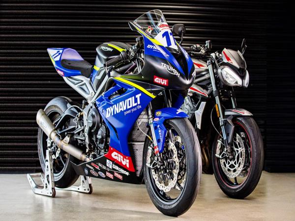 凯旋摩托展示三气缸 765 赛车