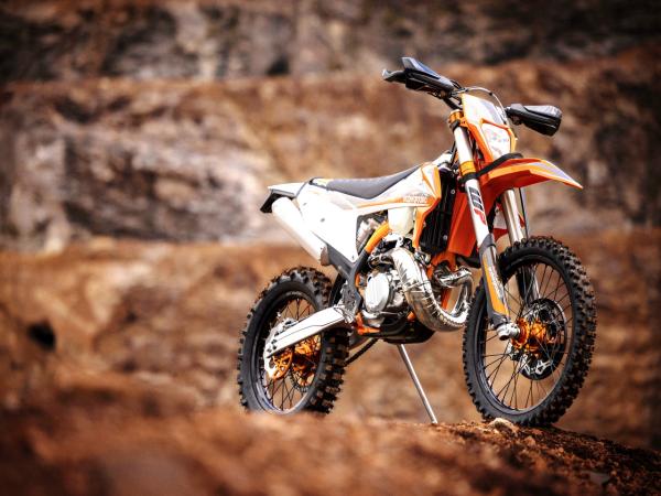 为极限级而打造,2022 KTM 300 EXC TPI 伊斯博格版