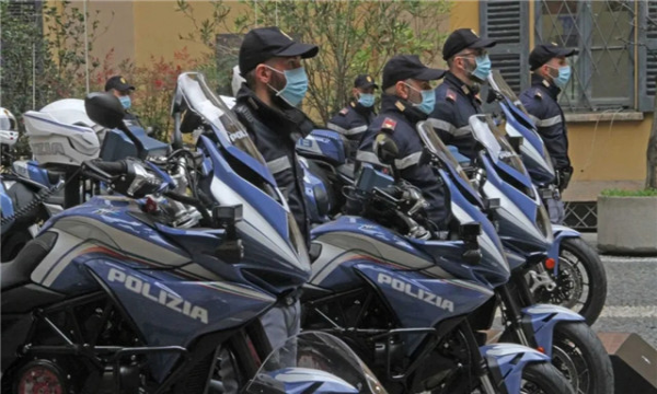 米兰警方获赠奥古斯塔Turismo Veloce巡逻车