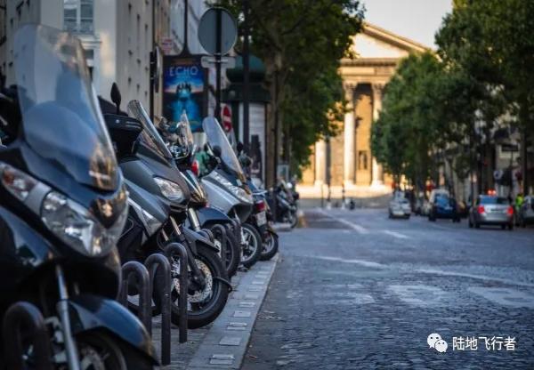 巴黎街头停车费将上涨50% 摩托车也须支付