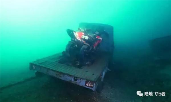 意大利科莫湖底竟然藏着沉没的杜卡迪