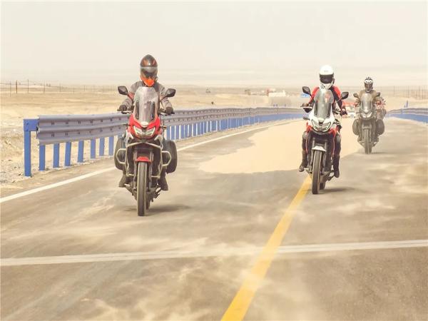 """最""""炽热""""的大国风光:RX6骑行在死亡之海边缘"""