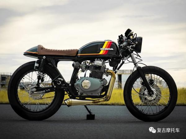 �l能看出它的年�g:Honda CB200 Café Racer