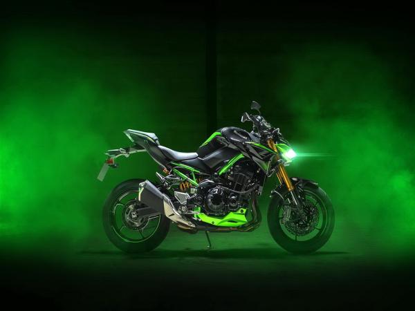 Kawasaki 发布 2022 Z900、Z900 SE