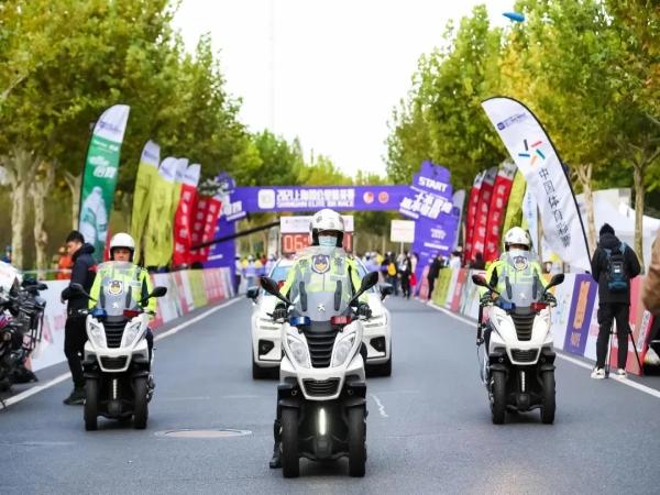 标致Metropolis警车,护卫2021上海10公里精英赛