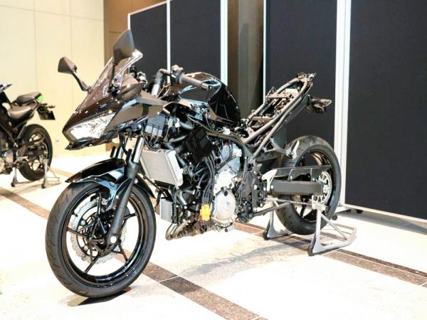 Kawasaki 展示电动、混动车和氢燃料发动机技术概念