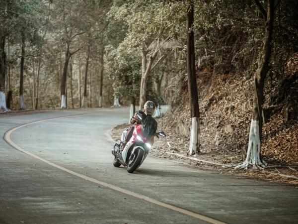 治愈我的除了这个秋天,还有摩托车